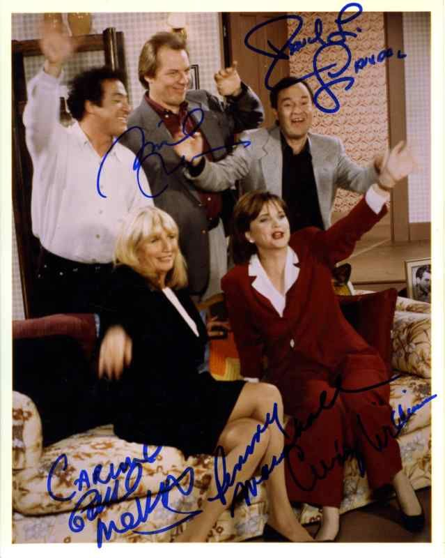 Laverne and Shirley Cast by 5 Signed 8x10 Photo Authentic