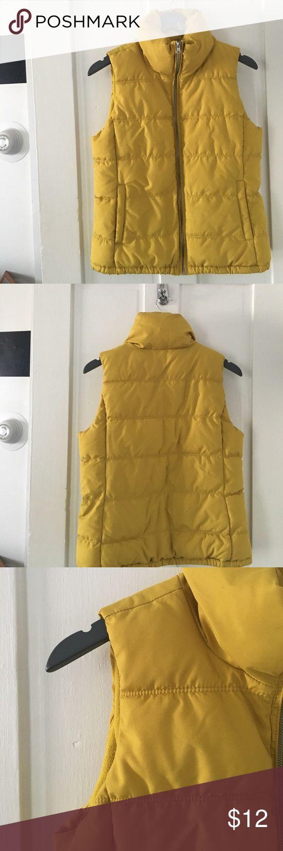 Women's Old Navy Fleece Lined Vest Women's Old Navy fleece-lined vest | Gently worn Old Navy Jackets & Coats Vests