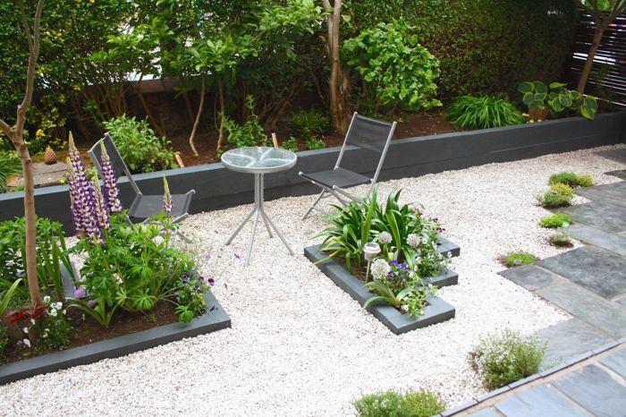 Gartenweg Gestalten Gehwegplatten Kies Pflanzen Gartenmobel Gartenideen In 2020 Gartenfliesen Garten Pflaster Gartenweg Gestalten
