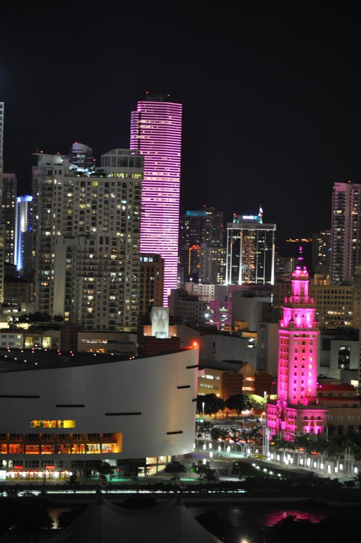 Downtown Miami goes pink for breast cancer awareness