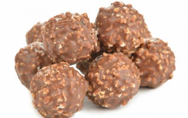 Τα σοκολατάκια με φουντούκι είναι τραγανά καθώς περιέχουν και γκοφρέτα, και συνιστούμε να φτιάξετε 2 και 3 δόσεις γιατί θα εξαφανιστούν !