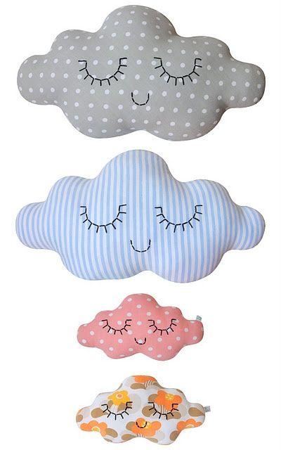 No se si es por tanta lluvia, por tantos días grises, o por tanto usar el paraguas que nos ha dado por las nubes....  Os traemos algunas ideas (todas con nubes), con ellas podréis decorar vuestras fiestas, las habitaciones de los niños, cualquier rin ...