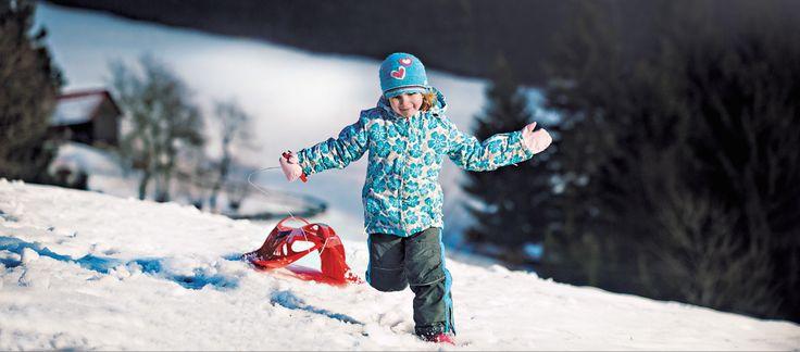 Sledges are so much fun during the winter holidays. ❆ Sáně i boby baví všechny! Zimní radovánky běží v plném proudu. Český výrobce
