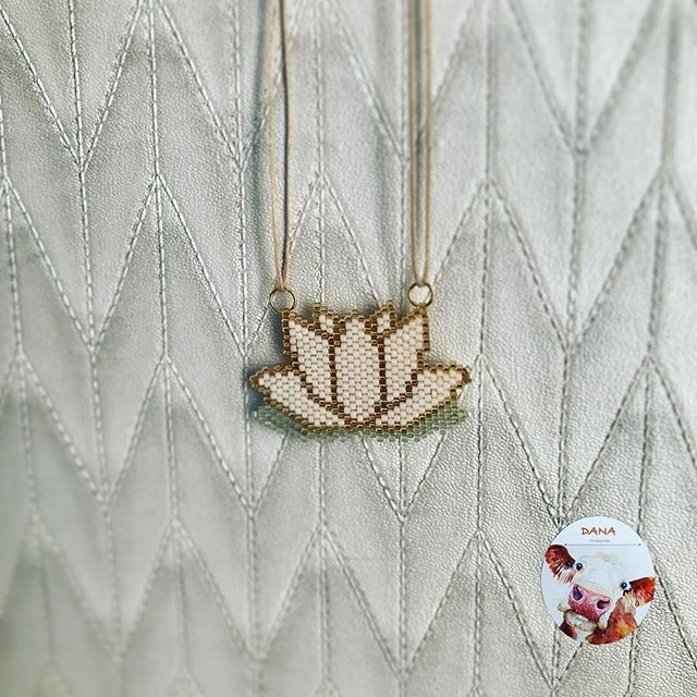#danaaccessories #miyuki #miyukibeads #miyukiaddict #miyukinecklace #miyukikolye #kolye #beads #handmade #handmadejewellery #elyapımı #elemeği #elyapımıkolye #lotus #nilüfer pattern by @lesfillesdesmidinettes