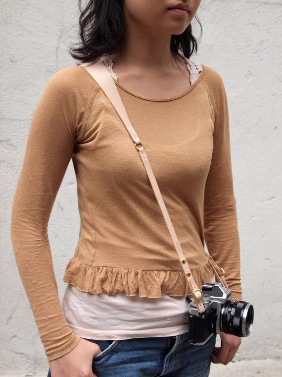 how to wear a camera strap