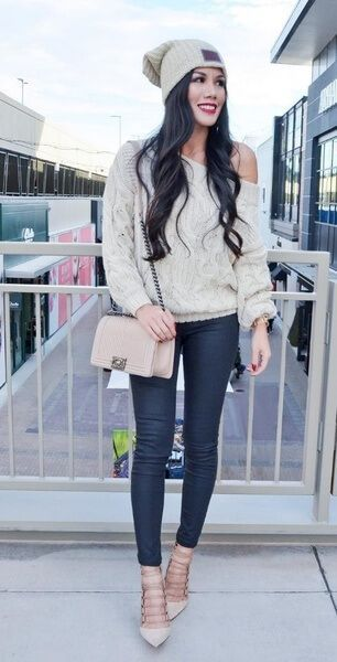 Have a favorite beanie that you just can't do without? Build an outfit around it like this Instagram star! #winteroutfits #winter #outfits