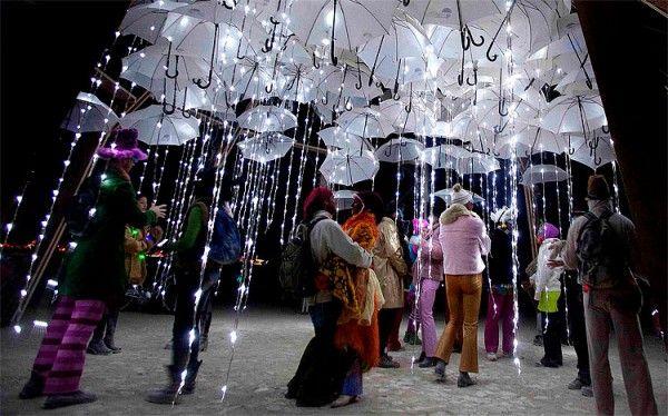 #Sculpture représentant la #pluie - Фестиваль «#Burning #Man #2011» в Неваде