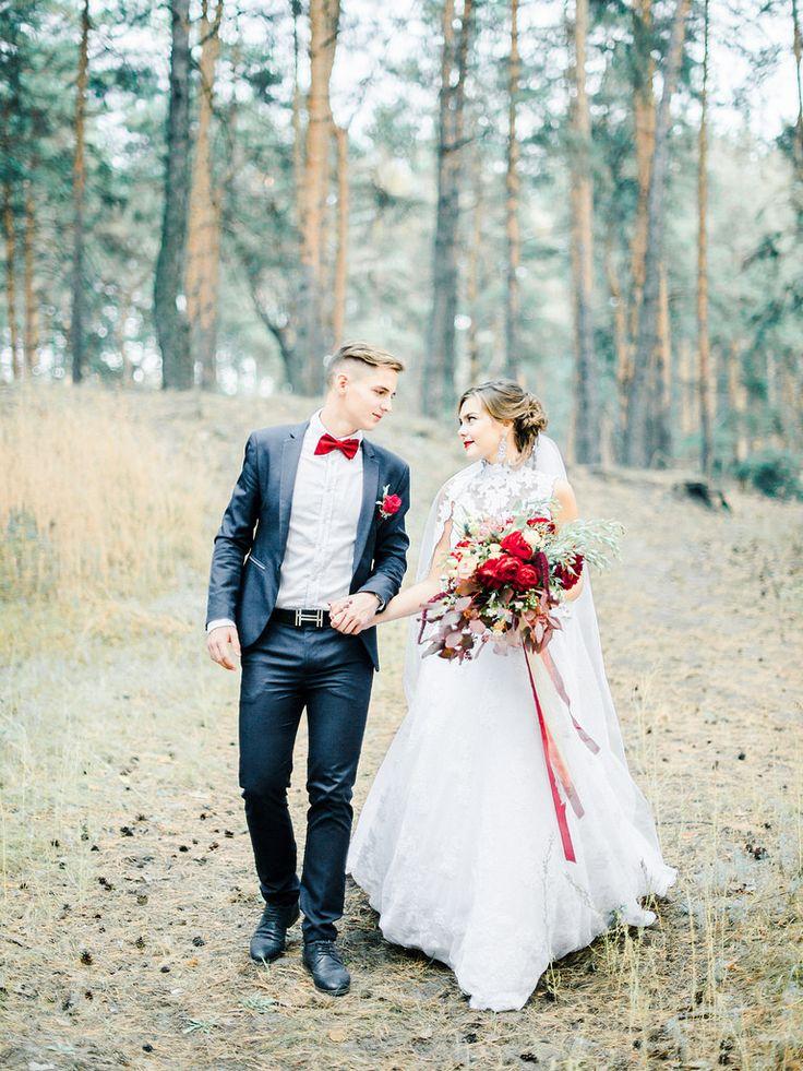 Woodland wedding dress - red wedding bouquet for autumn wedding , Marsala Wedding Inspiration   fabmood.com #marsala #woodland