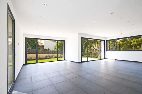 contemporary double glazing - dark frames http://www.mallorcasouthwest.com/objectimage/en/contemporary-villa-in-exclusiv-area--1141A5221104318B1F2AE00E48A96168_223800_3_1.jpg