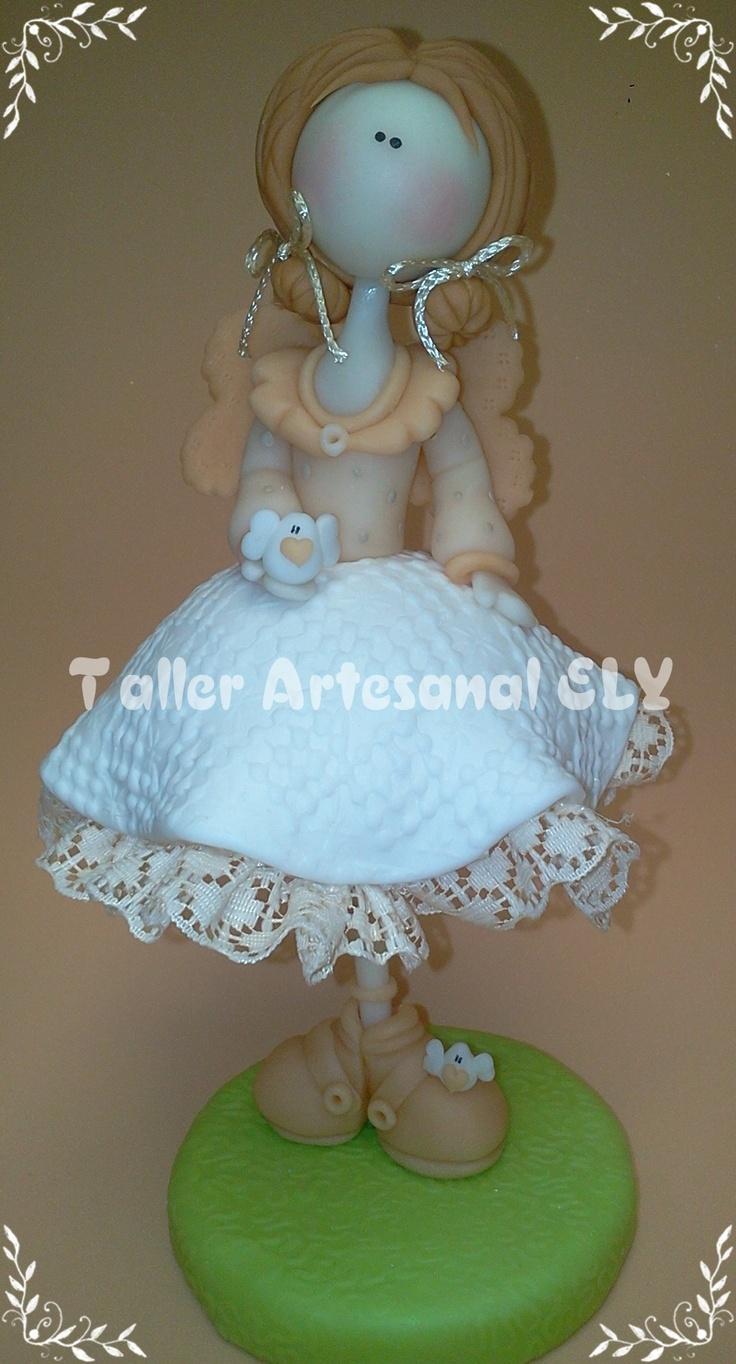 muñeca alta  en porcelana fria