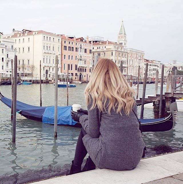 Cold days in Venice with a cup of Italian coffee  #venice #venezia #italy #winter #gondola #girl #czechgirl #blogger #blog #travelblogger #travel #traveling #blondie #likeforlike #like4like #l4l #pictureoftheday #wiwt #ootd
