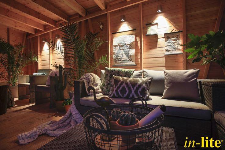 Achtertuin Eigen Huis & Tuin | Inspiratie | Overkapping | Wandlamp ACE DOWN | Sfeervol buitenleven | Outdoor lighting