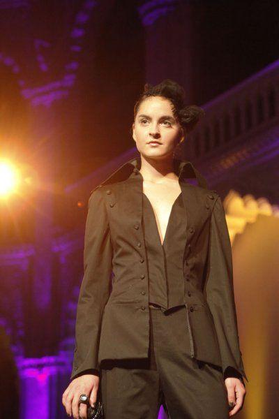 Marok kavics táska. Gere Márti - Ejha! Táska a Mainer Haute Couture Szalon bemutatóján az Iparművészeti Múzeumban. Manier - Fotógaléria - Manier - Let's misbehave 2010 ősz-tél