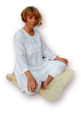Lezioni di yoga a Roma - insegnante guru niyam kaur - metodo yogadharma