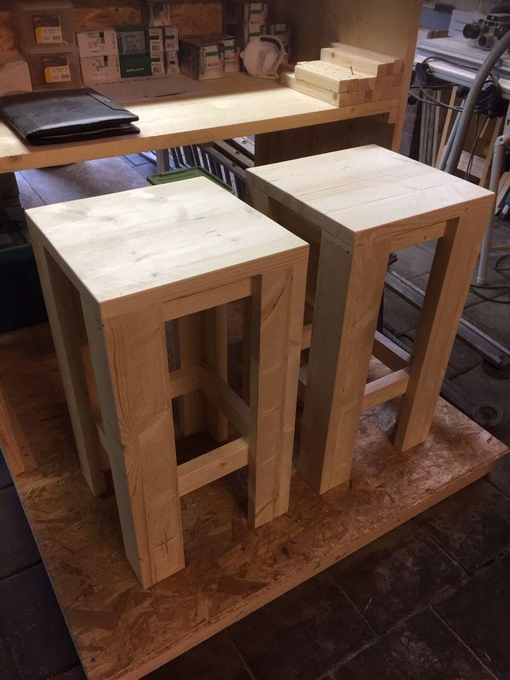 Barkrukken gemaakt van steigerhout