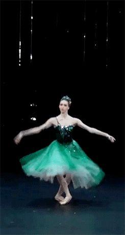 """perfume-dos-sonhos: """" gyclli: """" Olga Smirnova, rising star of the Bolshoi Ballet """" Simoneeee. Saudade de você e daqui. Feliz 2014!!! Abração """""""