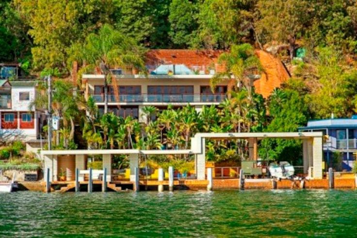 Central Coast. Heated Pool. 12 guests. Full sized billiards table, Rooftop with spa, 2 double kayaks, Fully equipped kitchen, Entertaining areas, Stunning water views