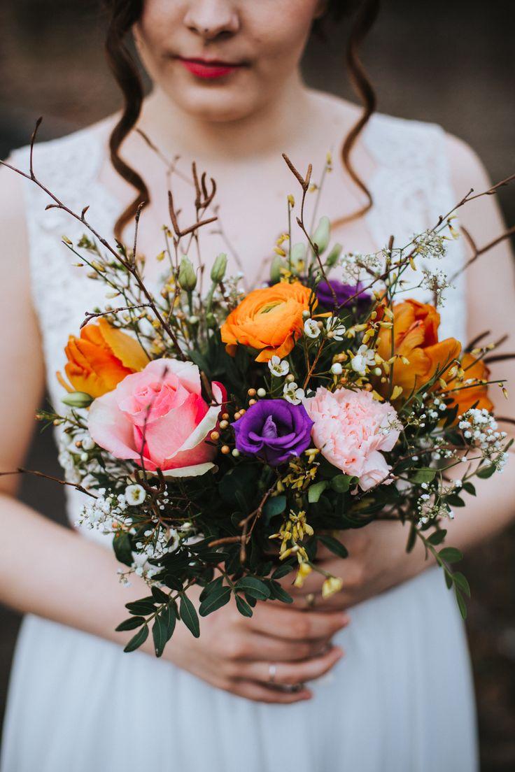 Brautstrauß rosa orange lila - Kreative DIY Hochzeit auf Burg Bubenheim   Hochzeitsblog The Little Wedding Corner