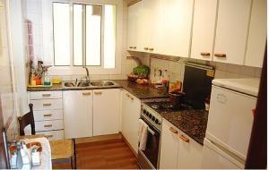 Piso amplio de 80m2, 4 habitaciones todas exteriores muy luminoso con balcon   flats for rent (by owner).4 bedrooms. 324 a month.