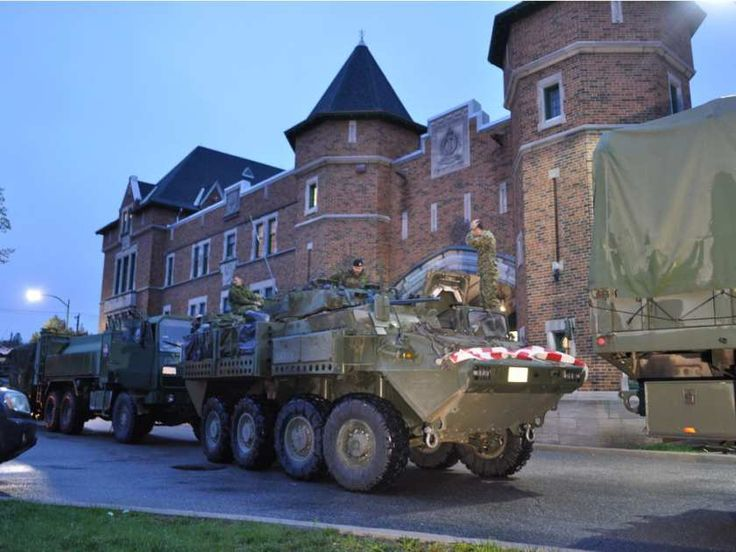 Passersby cheered as army vehicles enter the Hull Regiment on Saturday evening May 6, 2017, from CFB Valcartier near Quebec City. Dylan C. Robertson/Postmedia