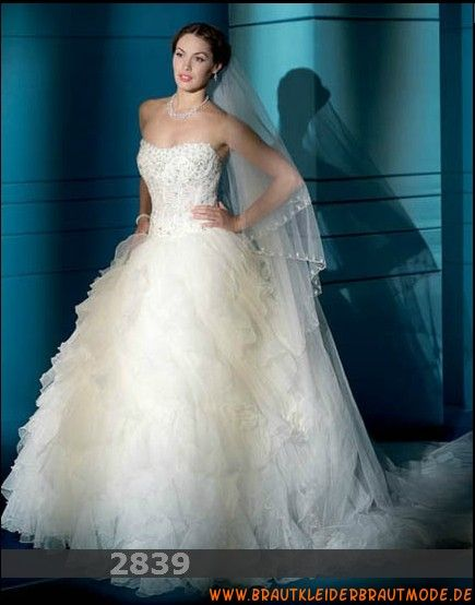 2013 Luxuriöse traumhafte Brautmode aus Organza Herzausschnitt Brautkleid mit sexy Korsage