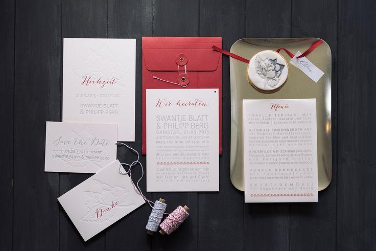 Wedding invitation suite Hochzeitspapeterie mit viel Blindprägung und individuellem Keks von süß und salzig