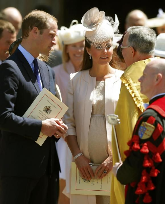Беременная супруга принца Уильяма герцогиня Кембриджская Кэйт на церемонии по случаю 60-летия со дня коронации британской королевы Елизаветы II. #vestiua #Duchess #Queen #Britain #London #Cambridge