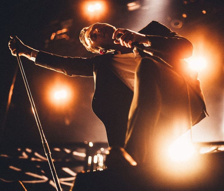 Theo Hutchcraft (@theohurts) op Instagram: '8 DAYS TILL THE DESIRE TOUR.  Tickets at informationhurts.com'
