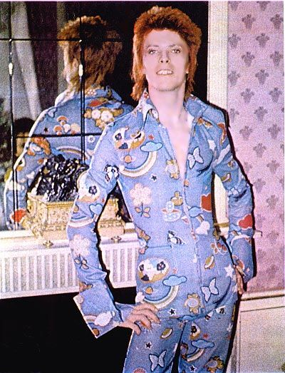 Bowie is a fabulous blue jumpsuit. Feels almost like he's rocking a pair of Care Bear pyjamas. I wonder if I can find any flannel close to this to make a tribute onesie ;)