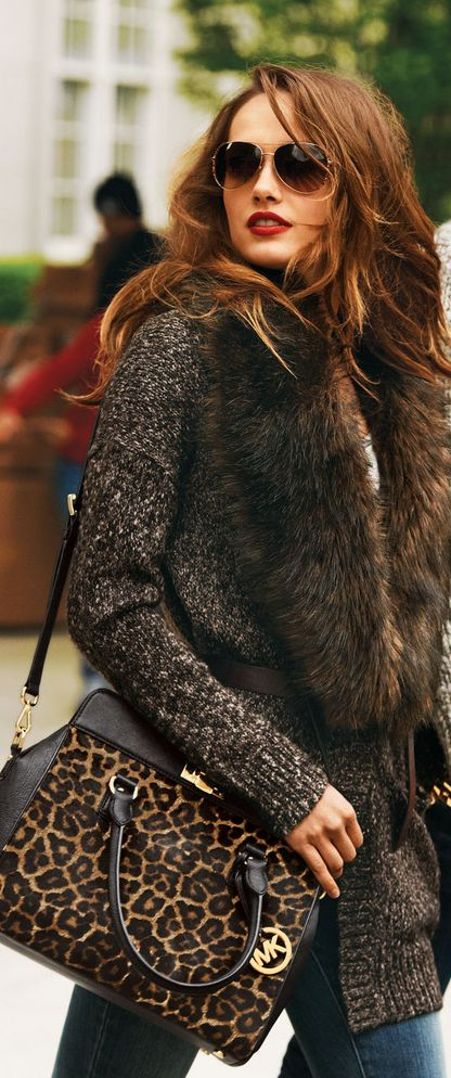 jeans pants with leopard handbag and brown sweater with fur scarf