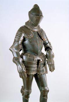 Reiterharnisch (Küriss) Besitzer: Giacomo Malatesta 1530 - 1600  Gebläutes Eisen, Leder mit Goldbörtchen, Futter  H. 185 cm, B. 80 cm, T. 42 cm