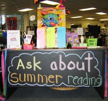 summer reading program sign - make one for tulip fest?  or a display at the library?