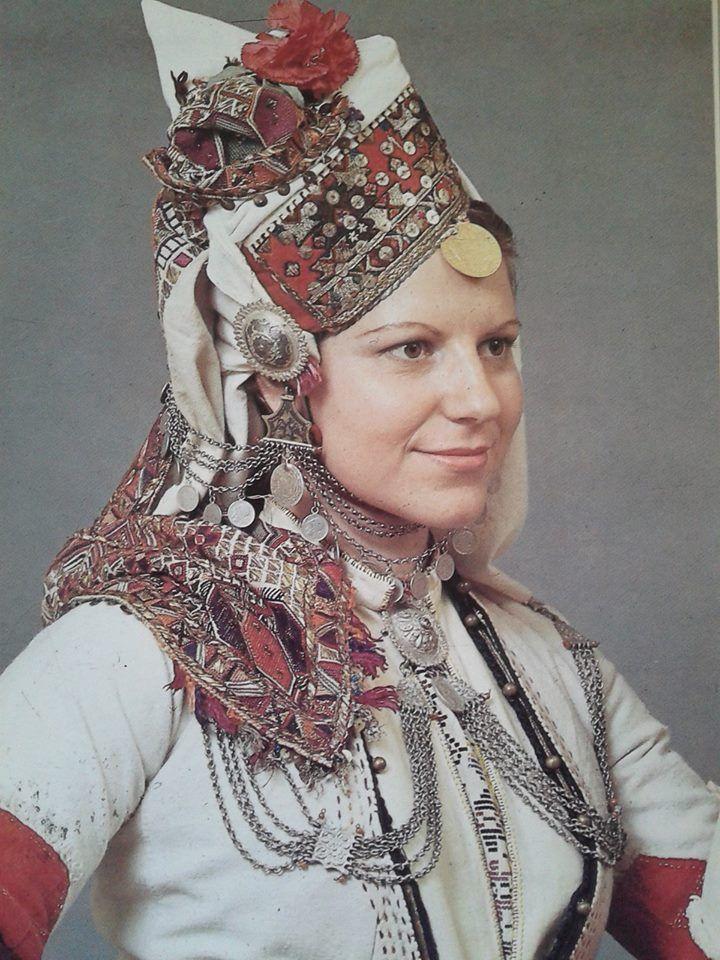 """.Μακεδονία - Ημαθία -Επισκοπή Το νυφικό """"καλπάκι"""" Συλλογή Λυκείου των Ελληνίδων - Αθήνα Ημερολόγιο 1990.Δημοσίευση από Hellenic Costume Society."""