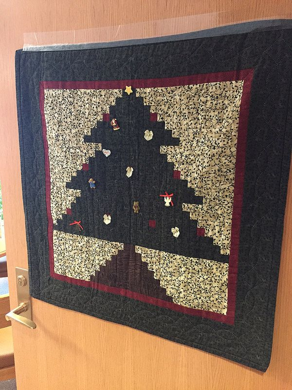 2014 UC Door Number 1 Homemade quilt equipped with ornaments! & 16 best UC Holiday Doors images on Pinterest | Door numbers Fiesta ...