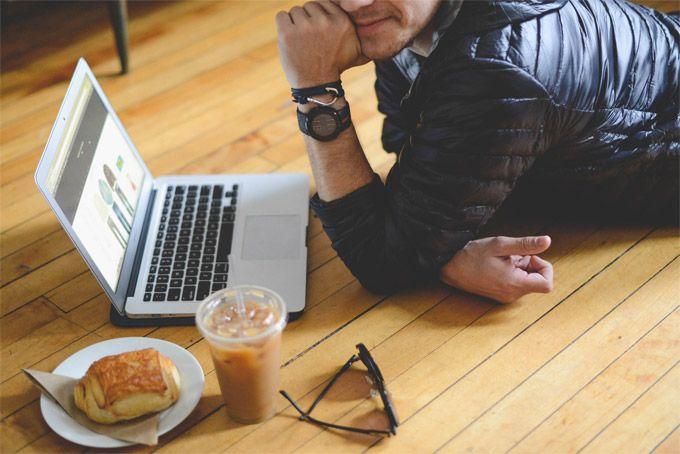 Чтобы помочь сделать стандартный рабочий день, как можно более продуктивным и максимально оптимизировать рабочее время, предлагаем внедрить в ежедневную утреннюю рутину пять ритуалов. Каких? Читайте дальше! В современном обществе большинство людей работают по 40, 50, а то 60 часов в неделю. Однако неумение разумно планировать рабочее время, а также наличие таких отвлекающих от работы факторов,…