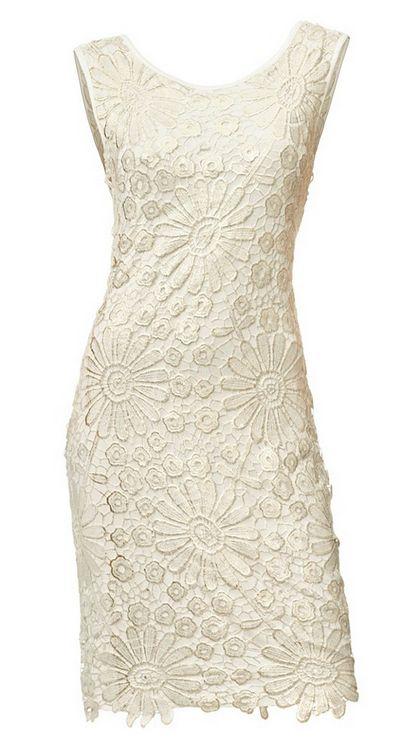 Bei uns gibts elegante #Hochzeitskleider für den besonderen Tag! Dieses Spitzenkleid ist richtig angesagt.