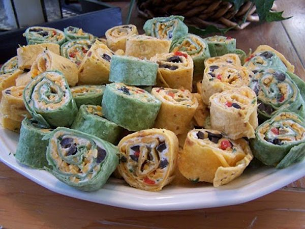 Mexican PinwheelsParties Snacks, Champagne Lifestyle, Party Snacks, Cheddar Cheese, Mexicans Pinwheels, Cups Shredded, Flour Tortillas, Pinwheels 013, Cream Cheeses