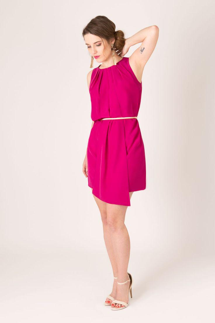 Laure Derrey, nouvelle marque de vêtements haut de gamme personnalisables made in France & conseil en image. Disponible sur :  https://laurederrey.fr/produit/robe-moliere-bleu-electriquess2016/