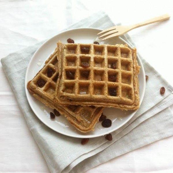 Geen wekker, rustig opstaan en lekker langzaam ontbijten met gezonde wafels. Dat klinkt toch als de ideale zondag ochtend? Dit heb je nodig (2 wafels) kokosolie (om de wafelijzer in te vetten) 75 gram havermout 100 mlplantaardige melk 1 ei 1 tl wijnsteen bakpoeder 1 groene appel (geraspt) 1 el kaneel Zo maak je het …