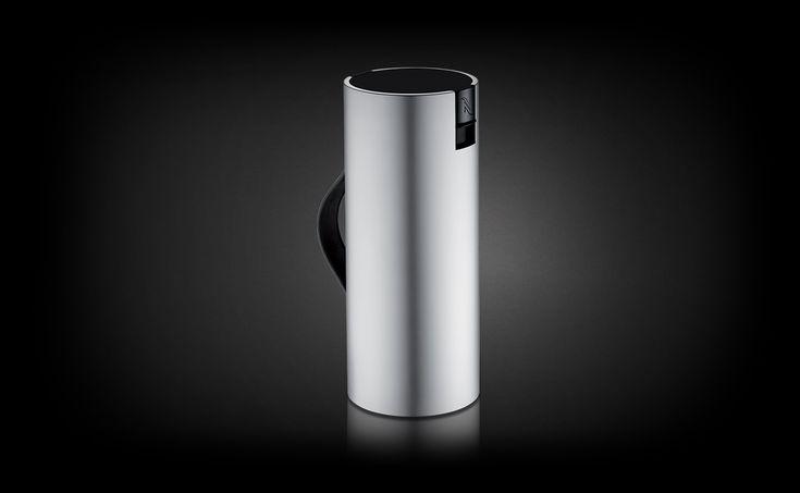 Bestel nu een Nespresso Recycling Container en vereenvoudig het bewaren en vervoeren van uw gebruikte capsules naar de dichtstbijzijnde Nespresso Boutique.