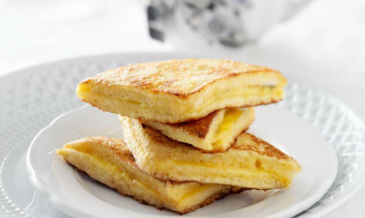 Wentelteefjes gevuld met kaas en gebakken in de koekenpan zijn verrukkelijke ontbijtverwenners. Perfect op een dag wanneertijd geen rolspeelt. Nodig voor 8 stuks kaaswentelteefjes 4 plakjes (casino)witbrood, zonder korst 1 el mosterd 2 plakken jongbelegen kaas (zo groot als de plak brood) snufje tijmblaadjes zout, peper 1-2 eieren 1-2 el slagroom 30-40 g boter Zo…
