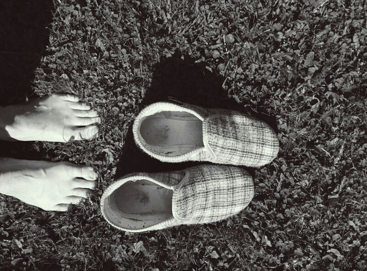 """""""The Reinos"""" - Most Favorite Finnish Shoes & The Summer Feet In Summer Grass"""