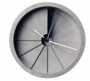 Nástěnné hodiny Wall Clock, beton a nerez ocel, O 15 cm, tloušťka 8,5 cm, design 22 Design Studio, cena 5 840 Kč, www.22designstudio.com