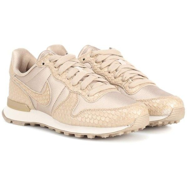 Nike Nike Internationalist Leather Sneakers (€96) ❤ liked on Polyvore featuring shoes, sneakers, gold, golden sneakers, nike trainers, nike shoes, golden shoes and genuine leather shoes