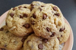 Cookies bananes, beurre de cacahuètes, pépites de chocolat et amandes