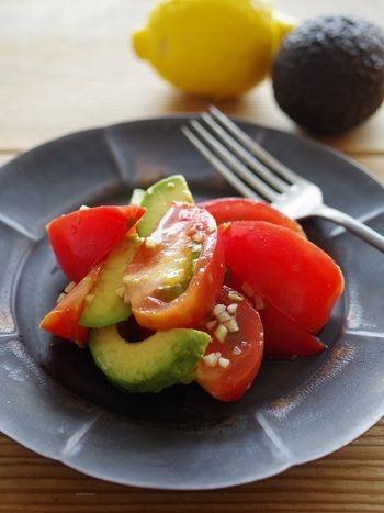 暑い夏にぴったり!夏バテ防止&旬食材を使った一週間分の献立を考えて ... トマトとアボカドのガーリックサラダ生ニンニクの風味と辛味がポイントの