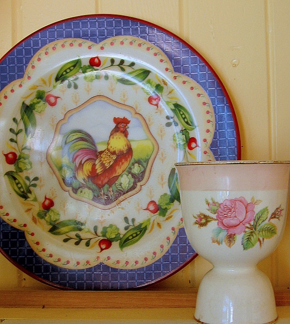 Vintage goodness. Love the rooster plate, would love to find one like it!!!!