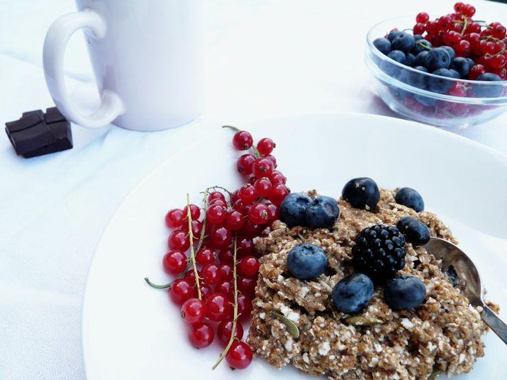 Ingrediencie:  ►Power morning mix kokosové mlieko (1 dcl,  podľa chuti zriedime s vodou) ►1 PL kokosový olej ►1 PL mandľové maslo ► med ► bobuľovité ovocie (čučoriedky, ríbezle, maliny, černice..)