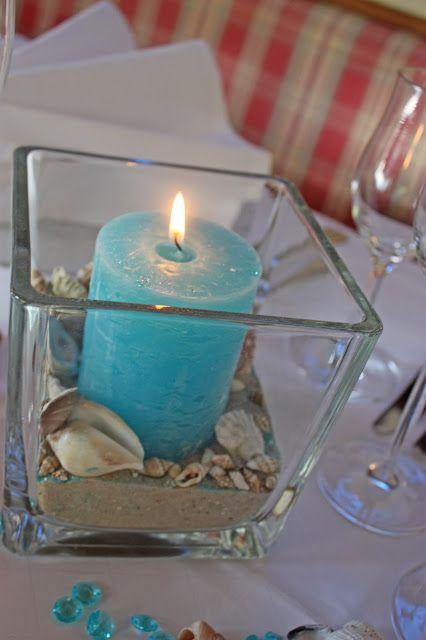 Tischdekoration zur Hochzeit in Türkis, Weiß, Beere mit Muscheln, Sand und türkisfarbenen Kerzen - Wedding center pieces table decor turquoise, pink, white, sea style