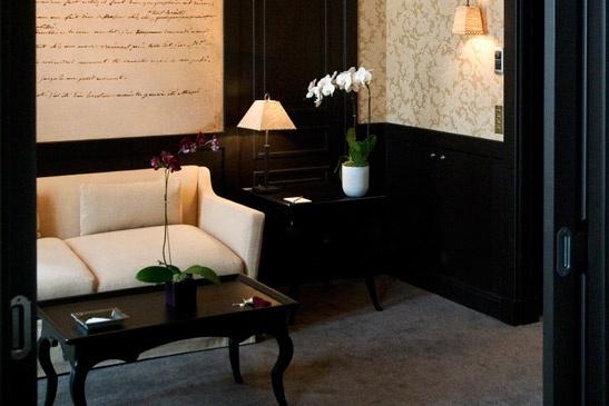 → PAVILLON DE LA REINE PARIS - LUXURY SPA HOTEL PARIS 3 - OFFICIAL WEBSITE